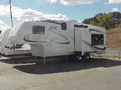 THOR JAZZ Right Front Model 2550  Fifth Wheel. CA RV Sales