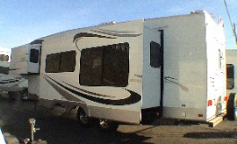 THOR JAZZ Right Front Model 3070  Fifth Wheel. CA RV Sales